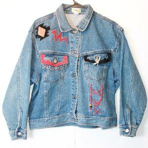 💥Vintage Denim Jacket With Lots Of Detail💥